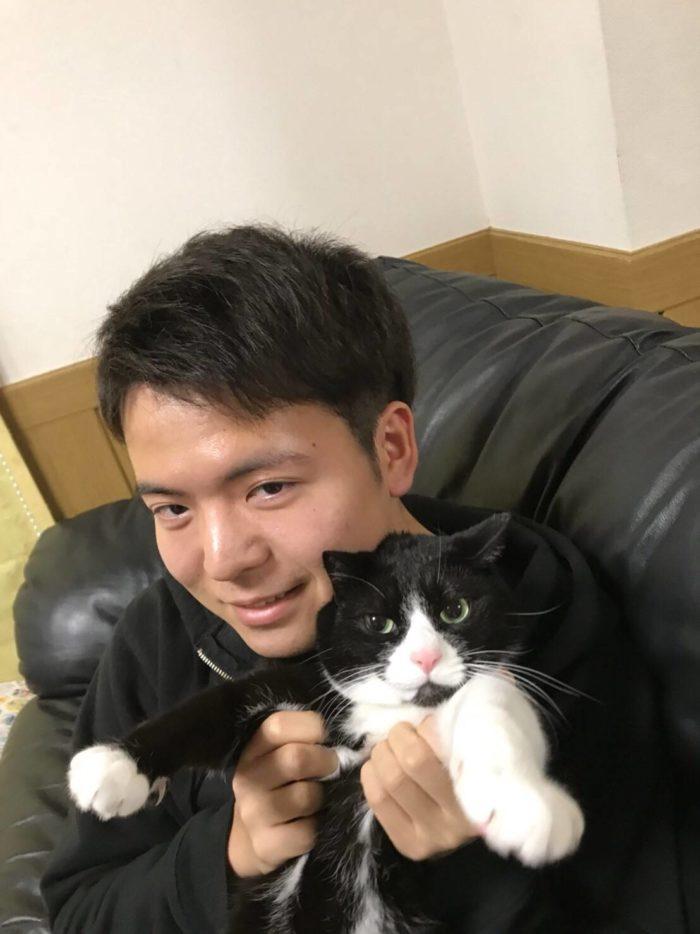 これは猫ちゃんよりかわいい顔で写真に写ることは可能なのか?ということを検証しているときの写真だった気がします。