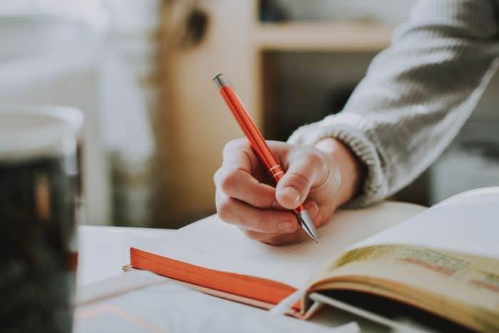 勉強をしているときの右手