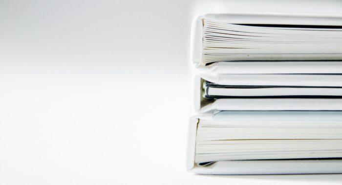 大量の書類の山